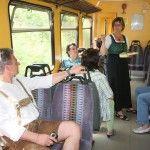 Zugfahrt mit Geschichte und Geschichten der Region.