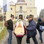 Nächster Treffpunkt für die Übergabe: Schloss Kornberg