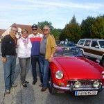 Wolfgang, Gudrun und Christopher Haas mit Mechaniker Helmut