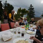 """Mittagessen im traumhaften Garten mit """"Gewitterstimmung"""""""